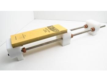 GUB0022-Soporte para piedras de afilar puente sobre la poza de lavadero GUB0022-1.
