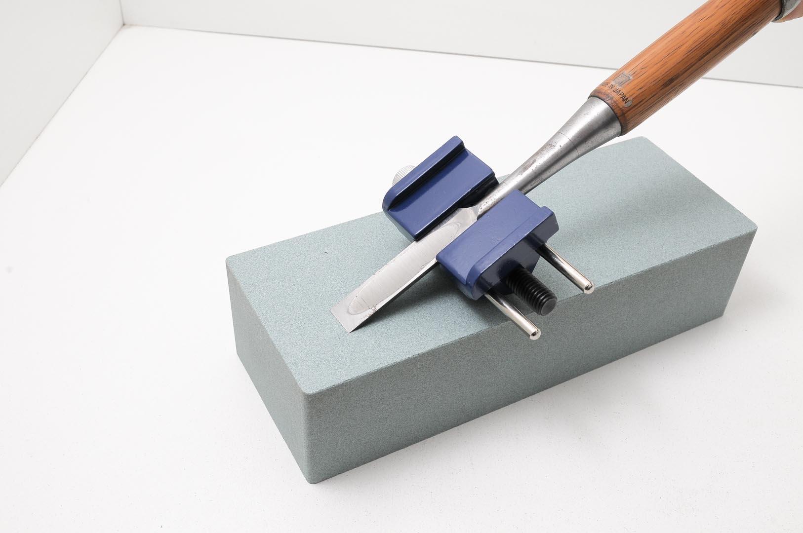 GUB0008-Guia simple de afilar formones o hoja de cepillo CON RODAJE-max-2.