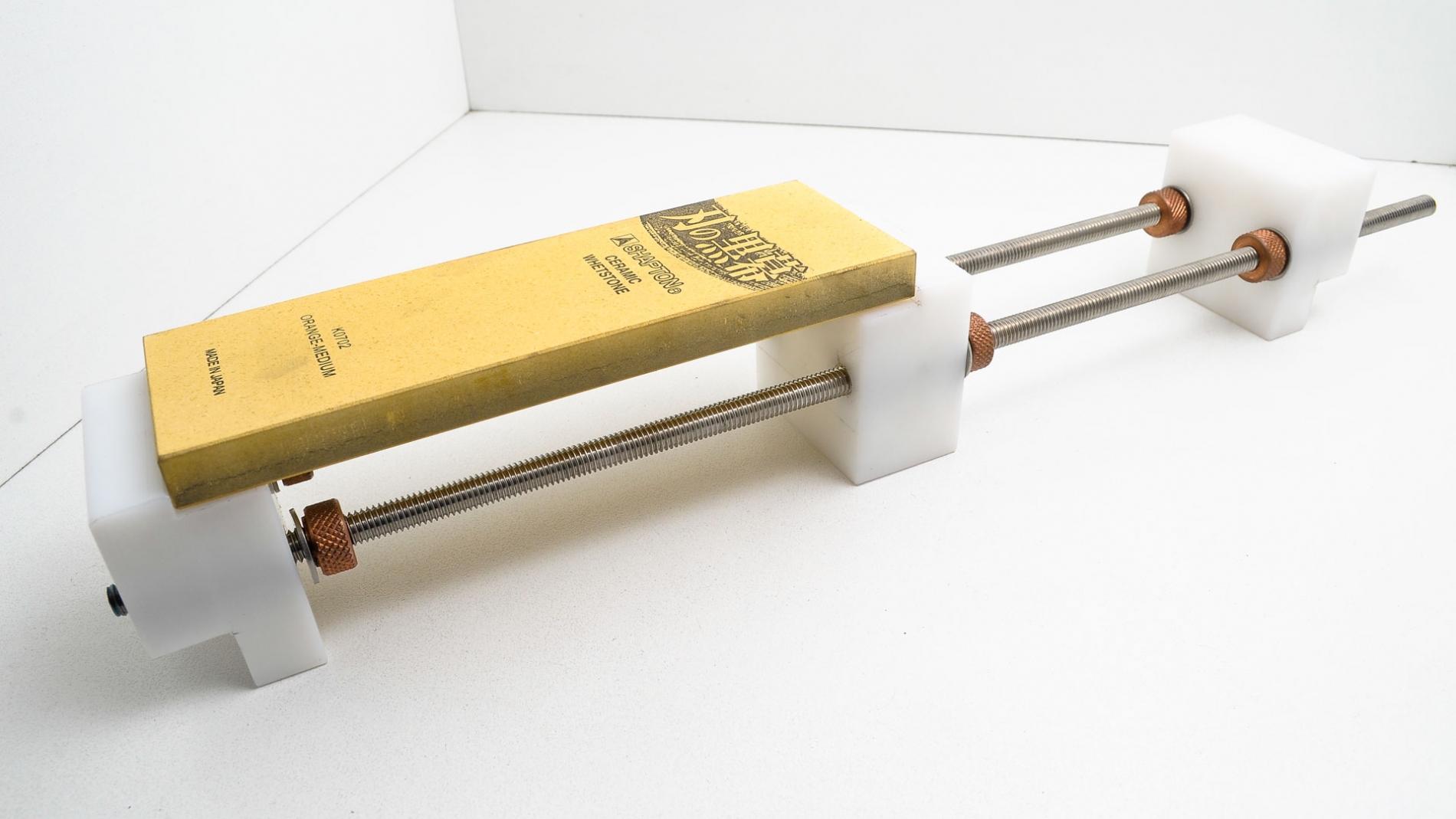 GUB0022-Soporte para piedras de afilar puente sobre la poza de lavadero GUB0022-max-1.