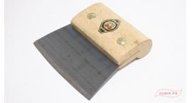 3803000-Raspador de piso con mango de madera Dos Cerezas 3803000.