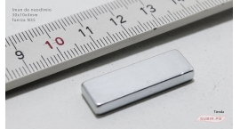 GUB0079-Iman de neodimio 30x10x4mm fuerza N35 GUB0079.